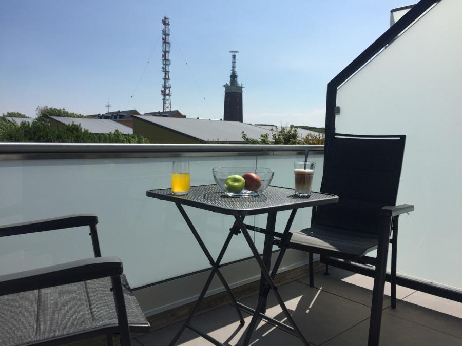 Balkon Klein Appartement : Zimmer appartement mit balkon und einbauküche apartment kamenz